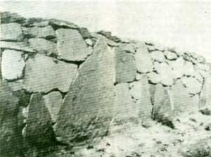 Aparejo constructivo de grandes dimensiones en las ruinas de Malargüe (Mendoza).