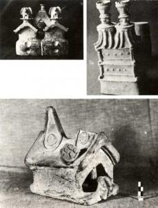 Tres tipos de representaciones en arquitectura: una maqueta con una persona sentada en la puerta (ME-5), otra de dos pisos (DNPA-28) y la tercera doble y con asa-estribo (MBC-38)