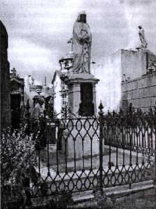 Figura 1. Vista del panteón de Facundo Quiroga en el Cementerio de la Recoleta