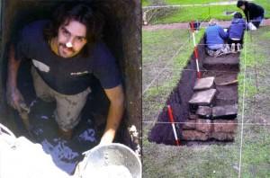 A la izquierda, ejemplo de las condiciones de trabajo en la zona en la que el arquólogo debe excarvar sumergido en el lodo contaminado con residuos tóxicos. A la derecha, trabajos en una de las demarcaciones hechas.